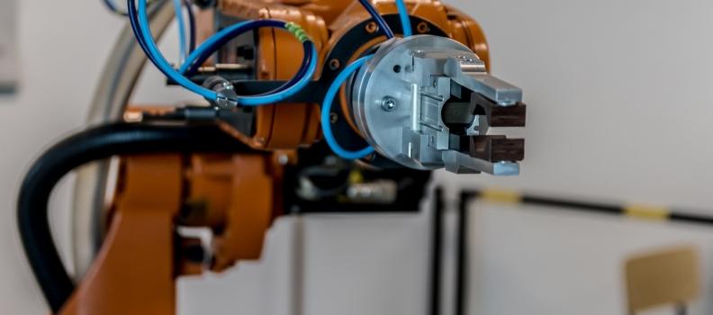 Defasagem na mão de obra abre cada vez mais espaço para robôs colaborativos na indústria