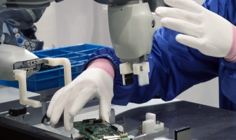 Mercado de robôs colaborativos cresce 60% em 2018, segundo relatório